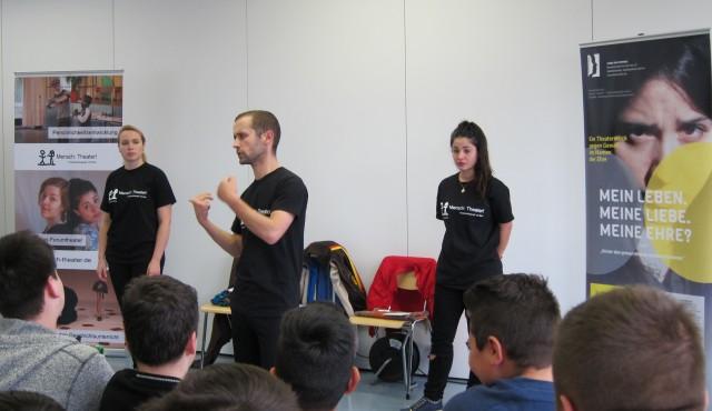 """Theaterprojekt """"Mein Leben. Meine Liebe. Meine Ehre?"""" in der Adalbert-Stifter-Schule"""