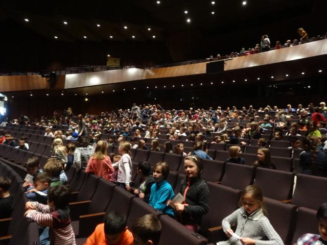 Schneewittchen: Theaterbesuch der Grundschule
